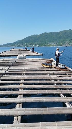 筏釣り人.jpg
